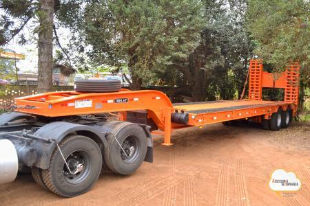 Administração Municipal recebe equipamento para transportar máquinas