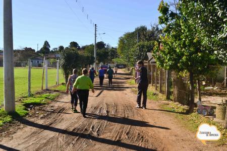 Segundas-feiras são de atividade física para moradores do Bairro Cel. Marcial Terra