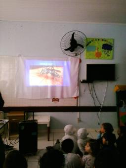 Palestra sobre a Dengue para os alunos da EMEI Rosa Maria Chamum.