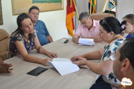 Administração Municipal firma termo de colaboração com a APAE