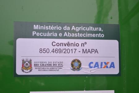 Executivo recebeu os tratores doados pelo governo
