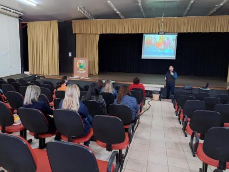 Material Pedagógico sobre Alunos Especiais são entregues para Coordenadoras das Escolas